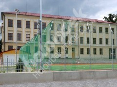 Zábrany na hřiště u gymnázia Nové Město na Moravě