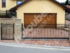 Posuvná brána a branka s kovářskými  prvky u RD v Křižanově