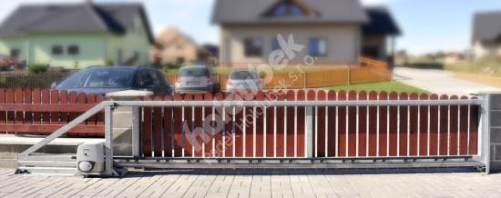 Posuvná brána samonosná s pohonom