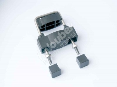 Príchytka z PVC a nerezovej ocele čierna na sloup 60x40 mm - Příchytka z PVC a nerez oceli černá na sloup 60x40 mm